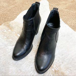 UGG Ankle Boots Black Leather Chelsea Slip On 9